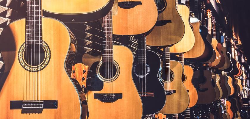 並べられたアコースティックギター